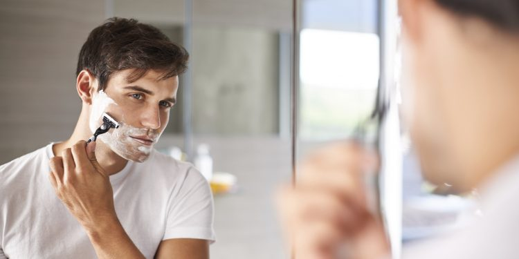 Shot of a reflection in the mirror of a man shaving his facial hairhttp://195.154.178.81/DATA/i_collage/pi/shoots/783523.jpg
