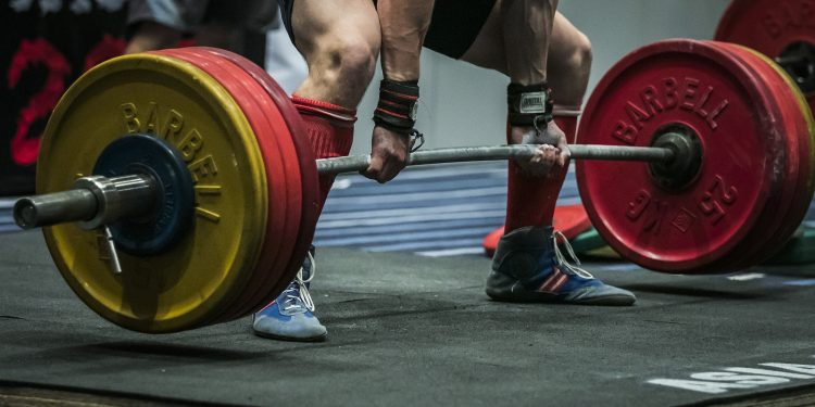 athlete getting ready for a deadlift